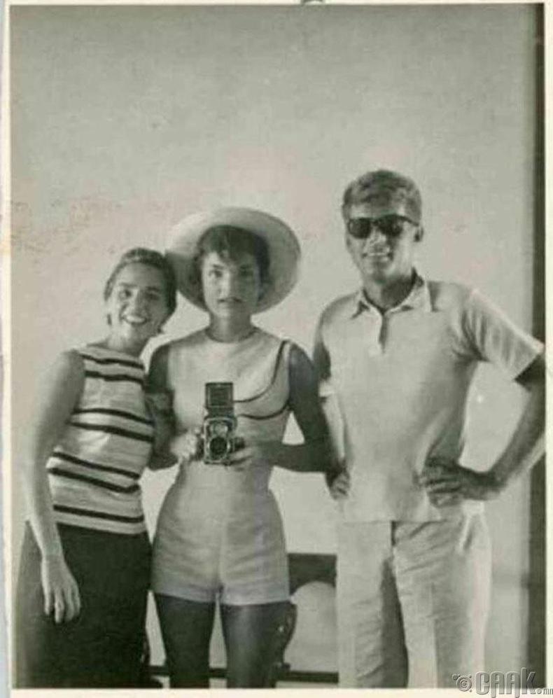 АНУ-ын Ерөнхийлөгч асан Жон Ф. Кеннеди болон тэргүүн хатагтай Жаклин Кеннеди нар - 1954