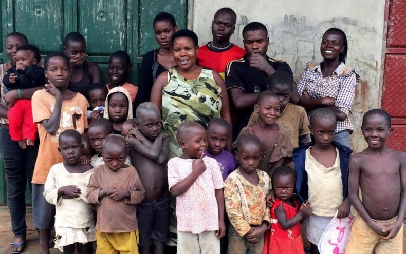 39 насандаа 38 хүүхэдтэй болоод буй Уганда ээжийн хүндхэн амьдрал