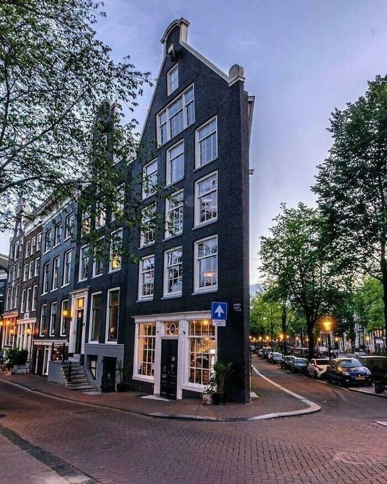 Булангийн барилга, Амстердам, Нидерланд