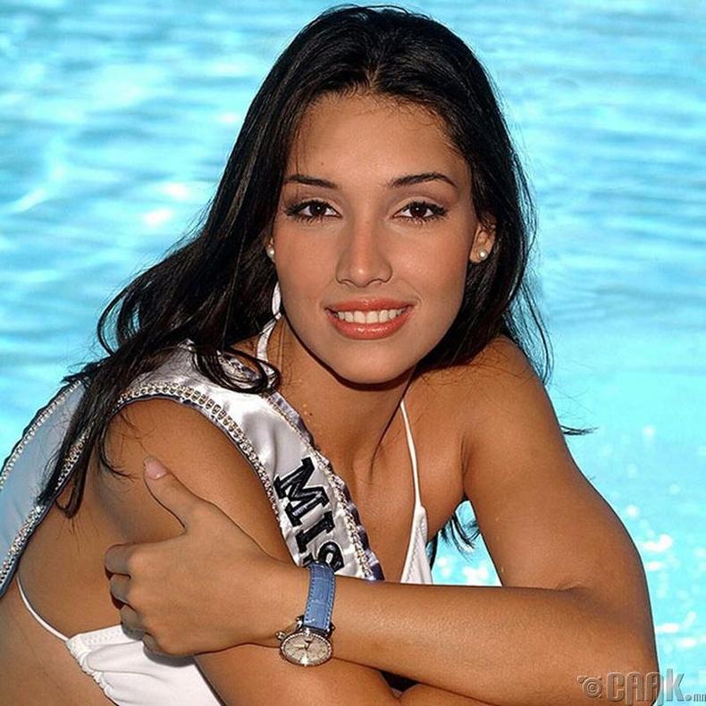 """""""Miss Universe-2003""""-ын ялагч: Доминиканы БНУ-ын гоо бүсгүй Амелиа Вега, 19 настай, 186 см өндөр."""