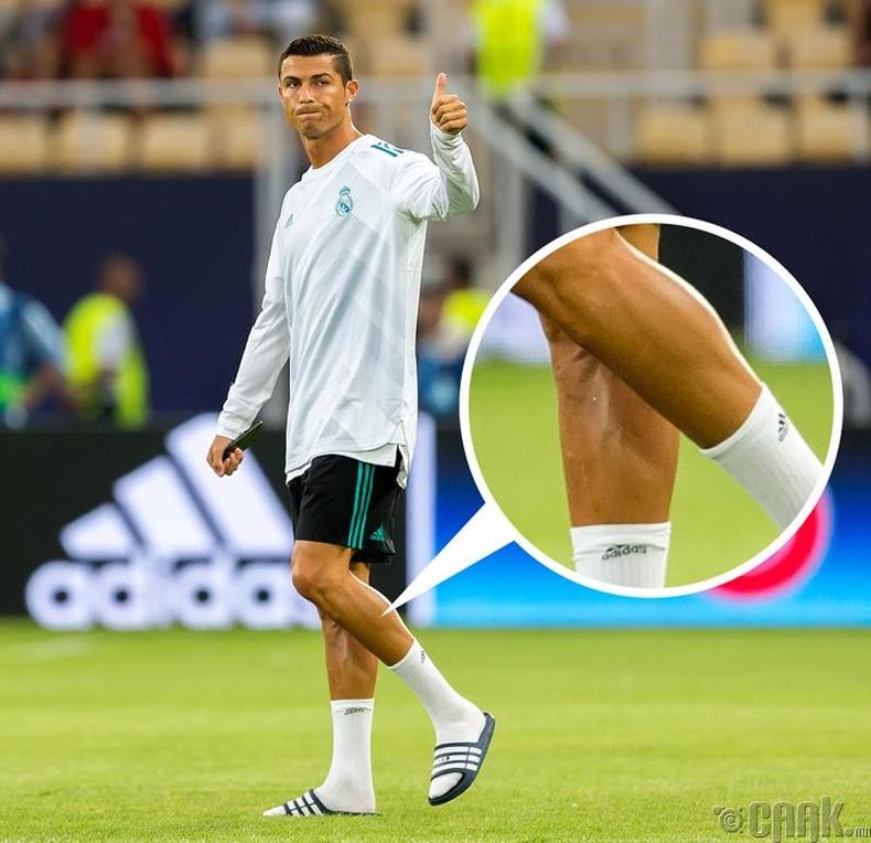 Хөл бөмбөгчид яагаад хөлийнхөө үсийг хусдаг вэ?