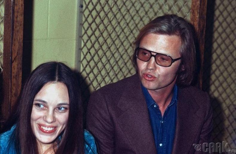 Жүжигчин Анжелина Жолигийн эцэг эх, 1972 он
