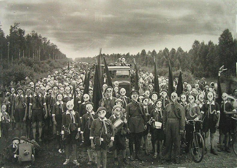 Оросын пионерууд дэлхийн 2-р дайны үед сургуулилалт хийж байна