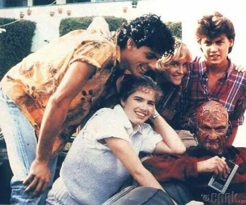"""Жүжигчин Жонни Депп """"Nightmare on elmstreet"""" киноны зураг авалтын талбай дээр"""