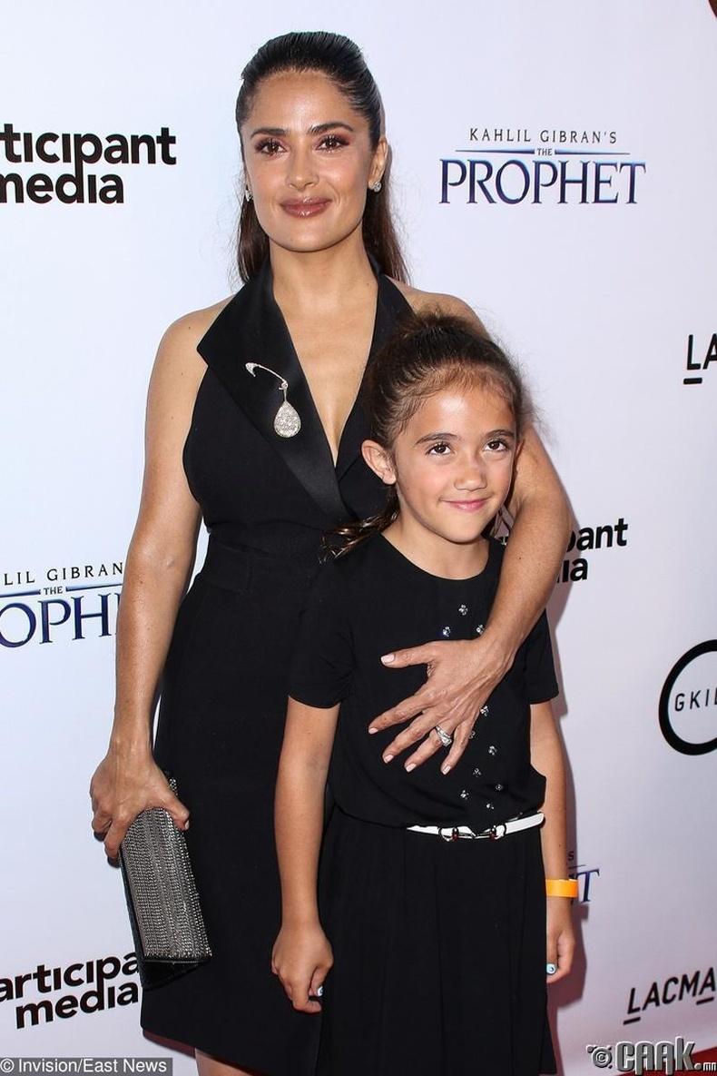 Сальма Хайек  (Salma Hayek)-ийг 41 настай байхад охин Валентина нь мэндэлжээ