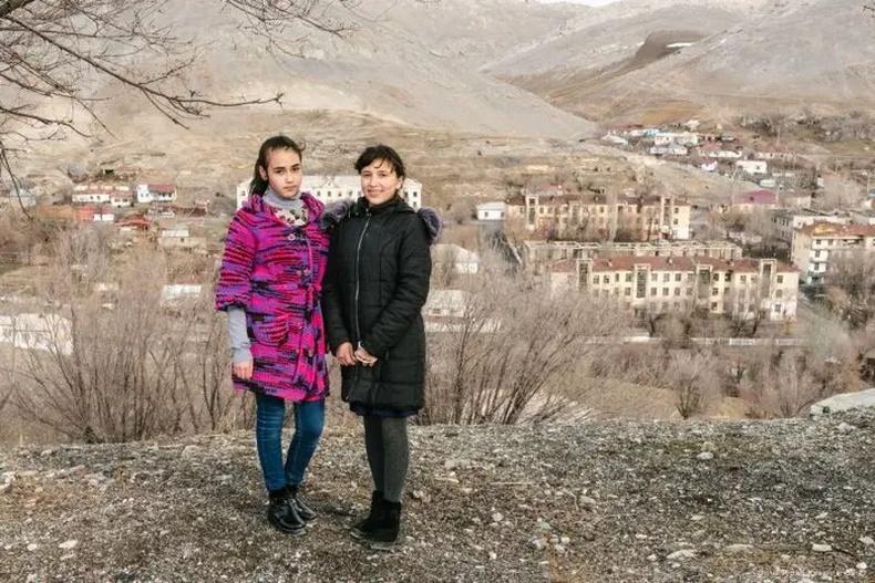 """Казахстаны """"мартагдсан"""" сууринд амьдрал хэрхэн өрнөдөг вэ? (50+ фото)"""