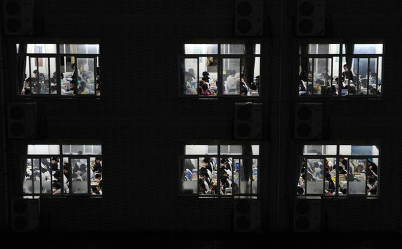 Буудлын өрөөнд бөөнөөрөө бэлдэж буй сурагчид - Хефей, Аньхуй муж