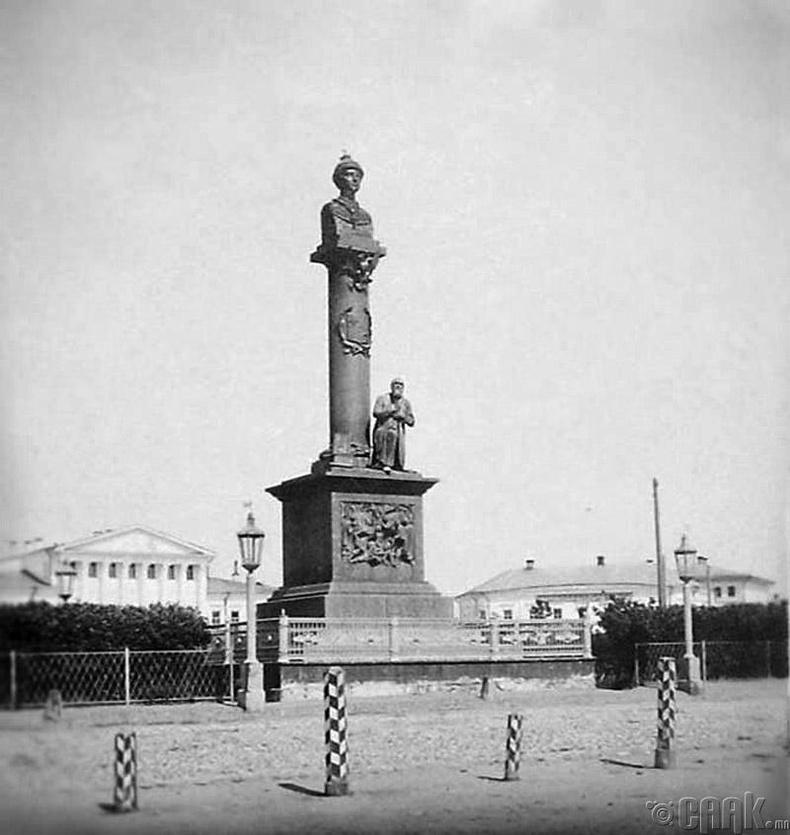 Царь Михаил Федоровичийн хөшөө