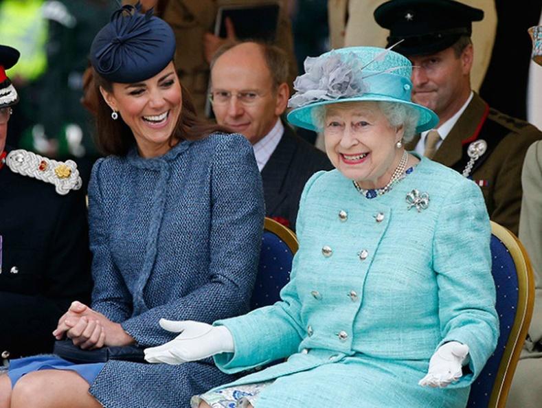 Лондонд нэвтрэхийн тулд Хатан хаан хүртэл зөвшөөрөл авдаг