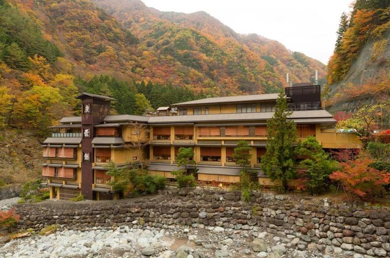 """Японы Яманашид байдаг, МЭ 705 онд нээгдсэн """"Нишияма Онсен"""" нь дэлхийн хамгийн эртний зочид буудал юм. Өдийг хүртэл 52 үе дамжин өвлөгдөж иржээ."""