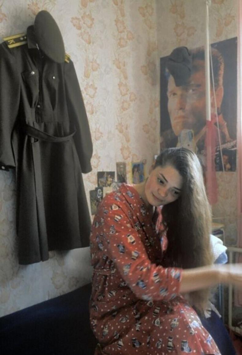 Цэргийн сургуулийн сонсогч хичээлдээ явахаар бэлдэж байна - Томск, 1990