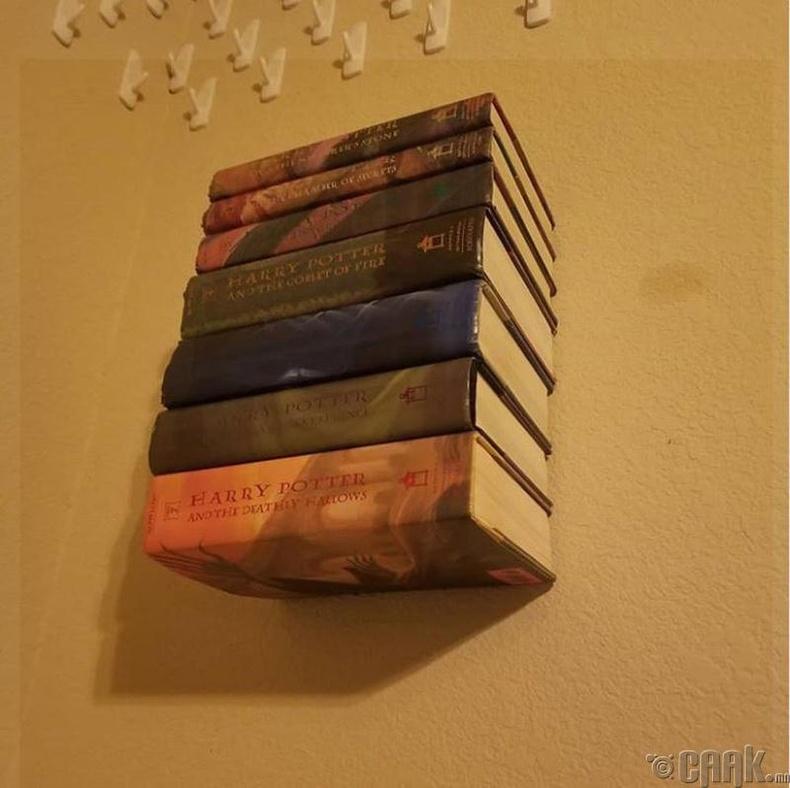 Хуучин номоо хананд тогтоож номын тавиур болгож болно