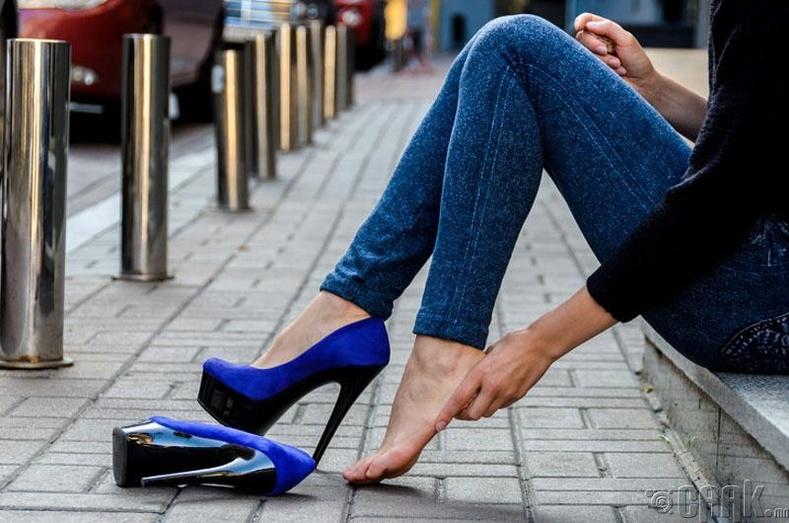 Нарийхан хоншоортой болон хэт өндөр өсгийтэй гутал байнга өмсөх.