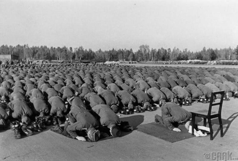 Муслимчууд Герман цэргүүдэд үйлчилдэг байсан