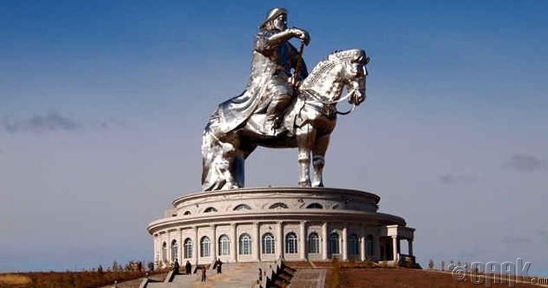 Чингис хааны хөшөө цогцолбор