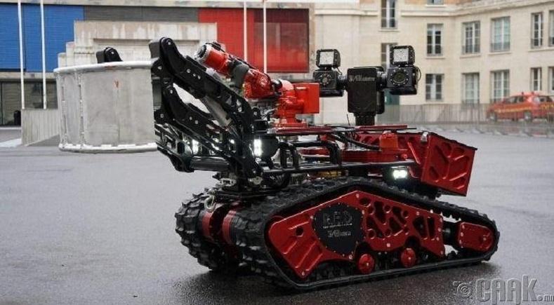 Парисын Дарь эхийн сүмийг аварсан гал хамгаалагч робот