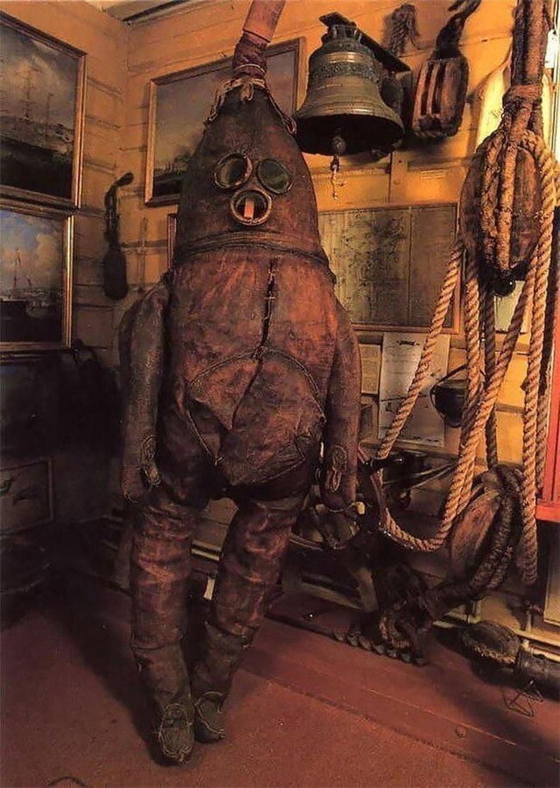 Хамгийн анхны шумбагчийн өмсгөл - 1860 он