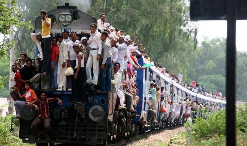 Энэтхэгийн хамгийн анхны галт тэрэг 1855 онд тээвэр хийж эхэлсэн бөгөөд өдгөө Шинэ Дели-Ражастханом чиглэлд явдаг.