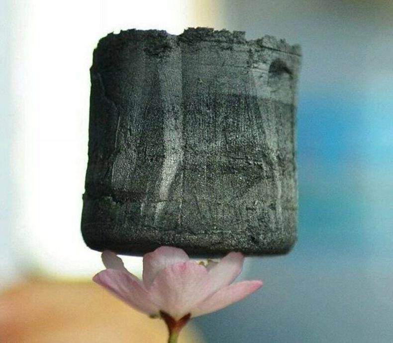 """""""Графин"""" бол хүний бүтээсэн хамгийн хөнгөн хатуу биет. Агаараас 7.5 дахин хөнгөн"""