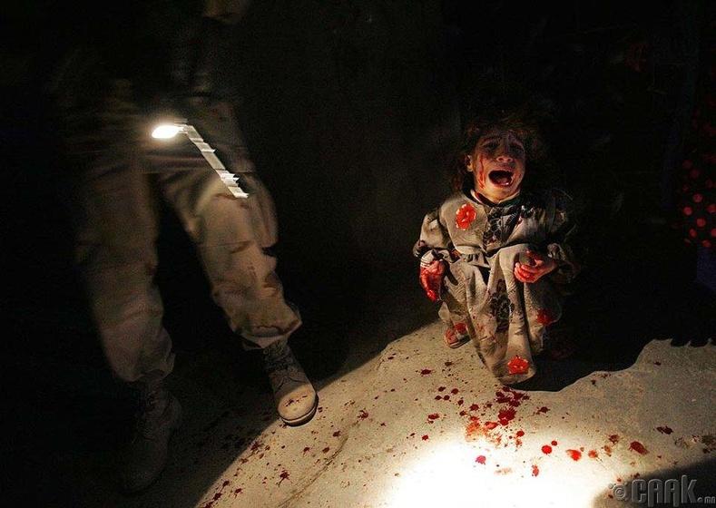 Шалган нэвтрүүлэх цэг дээрх Ирак охин (2005 он)