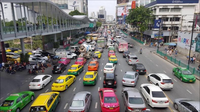 Тайландад замын хөдөлгөөний зүүн гарын дүрэм үйлчилдэг