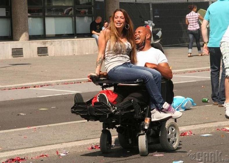 Нидерланд - Тахир дутуу хүний сексийн үйлчилгээг улс төлнө