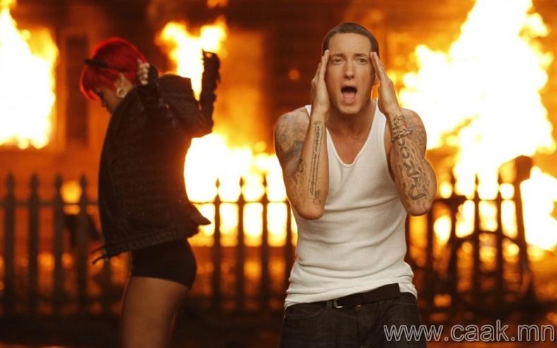 "Eminem & Rihanna – ""Love The Way You Lie"""