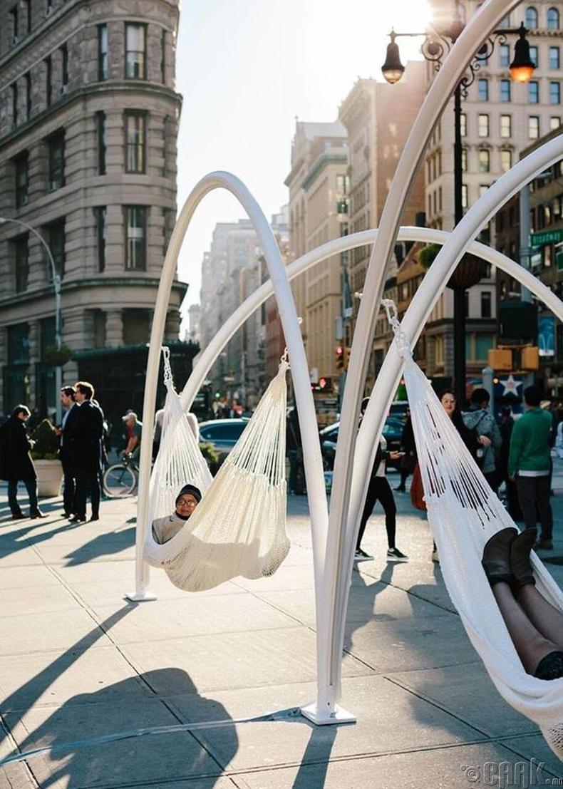 """""""Madison Square"""" цэцэрлэгт хүрээлэнгийн голд амарч болох дүүжин ор - Нью-Йорк"""