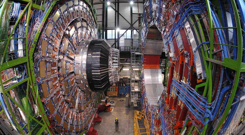 """""""Large Hadron Collider"""" бөөмс идэвхжүүлэгч"""