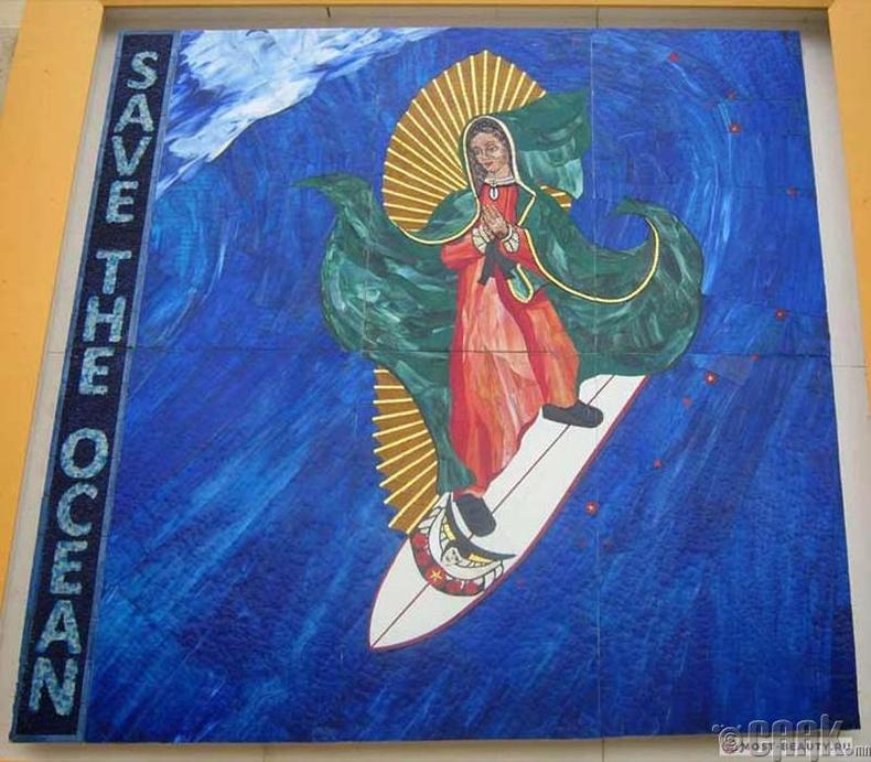 Серфингээр гулгаж байгаа Мадонна /АНУ/