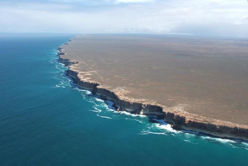 Австралийн баруун эрэг дэлхийн төгсгөл мэт харагдаж байна