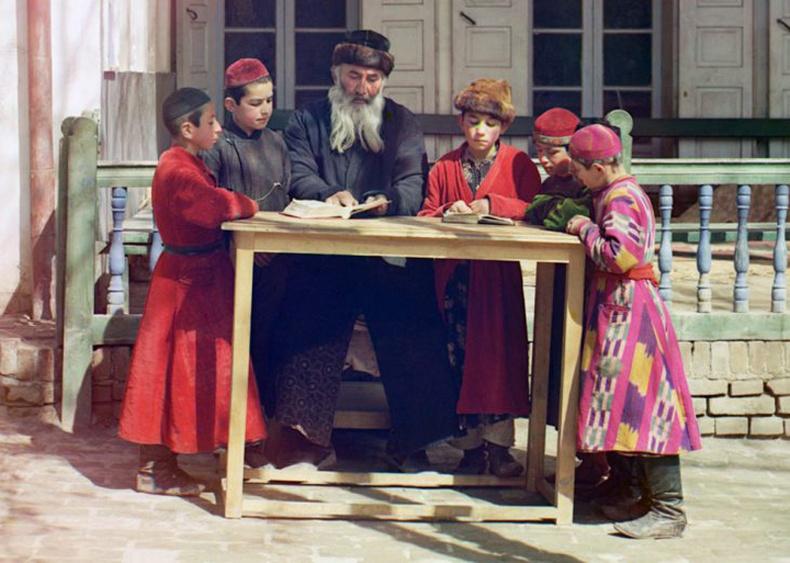 Одоогийн Узбекистаны Самарканд хотын Еврей хүүхдүүд багшийн хамт - 1910 он