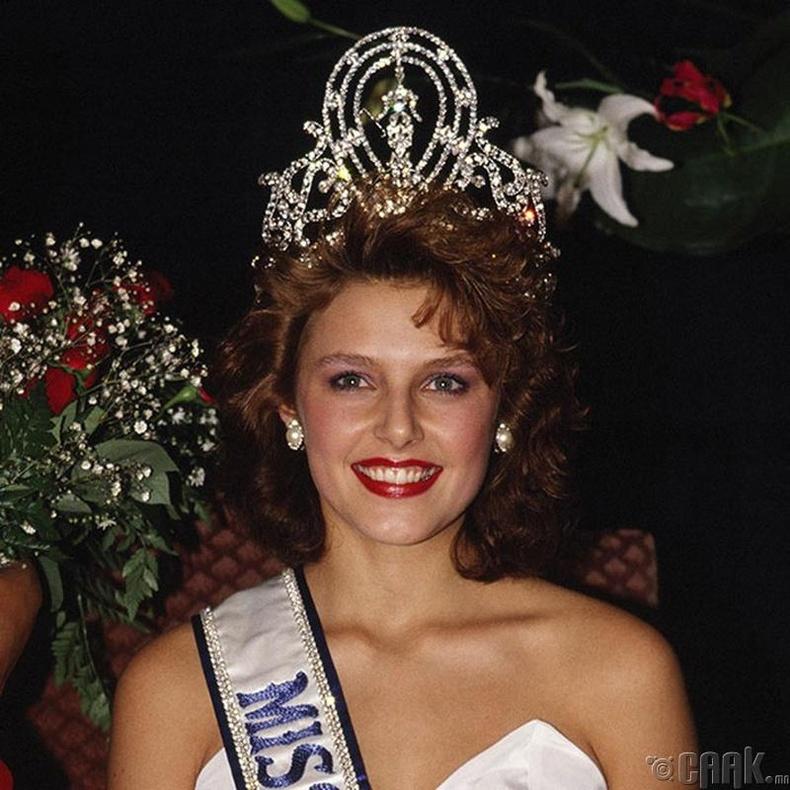 """""""Miss Universe-1990""""-ын ялагч: Норвегийн гоо бүсгүй Мона Грудт, 19 настай, 179 см өндөр."""