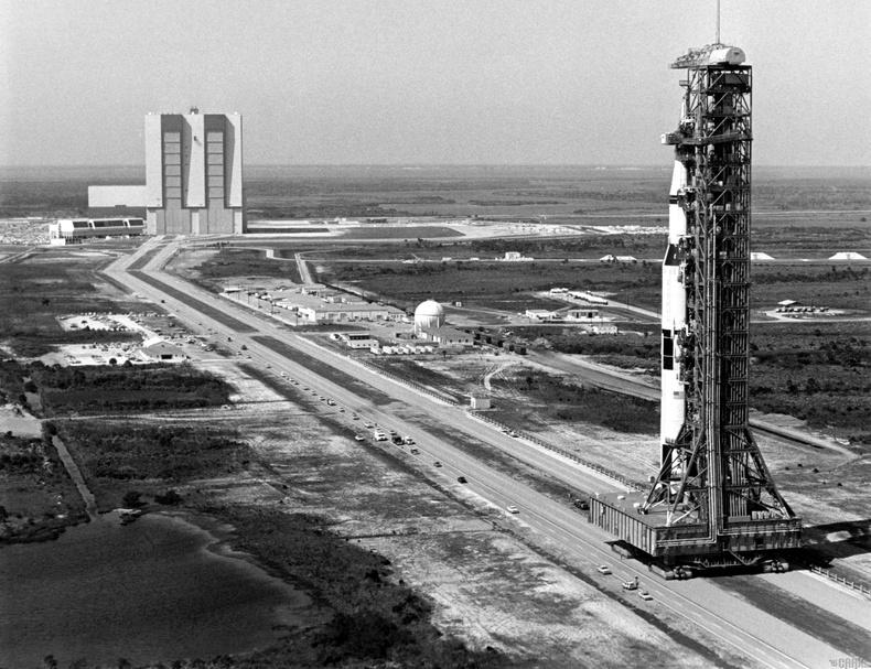 Аполло сансрын хөтөлбөр (Apollo Space Program)