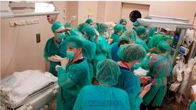 40 эмчээр эх бариулж төрсөн ихрүүд түүхэнд бичигдлээ