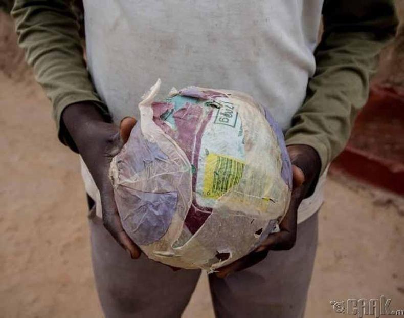 Цаасаар хийсэн хөлбөмбөг
