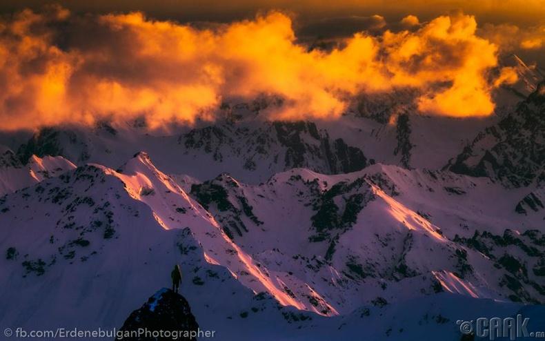 Сүрлэг уулс гэрэл зургийн хальснаа...