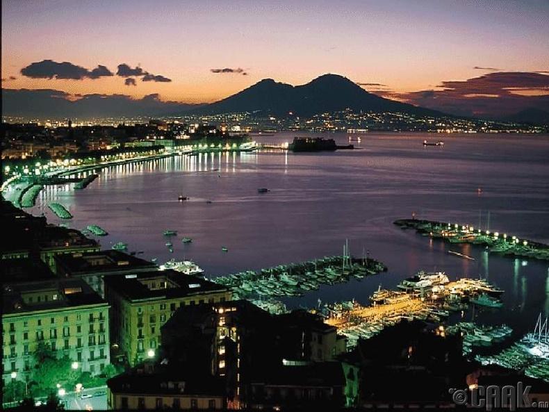 Неаполь, Итали.