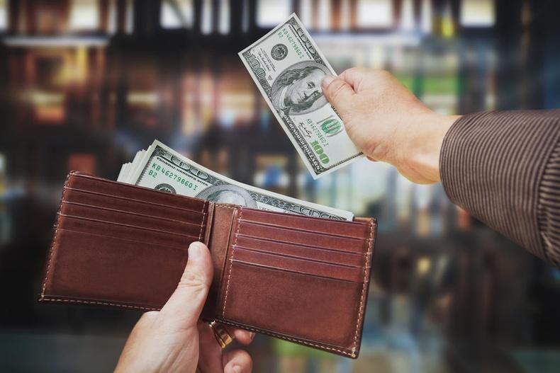 Хүмүүс юунд хамгийн их мөнгө үрдэг вэ?