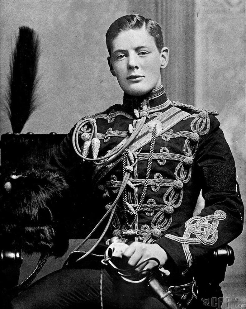 Их Британийн Ерөнхий сайд асан Уинстон Черчилль