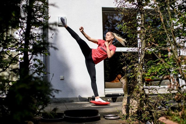 Яна Мессершмидт, Германы каратечин