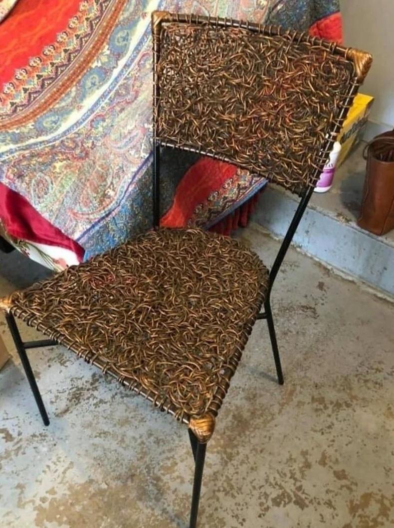 Гар хийцийн сандал нь арчиж цэвэрлэхэд үнэхээр хэцүү байжээ