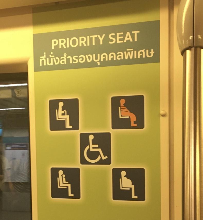 Тайландын нийтийн тээвэрт лам нарт суудал тавьж өгөх ёстой байдаг