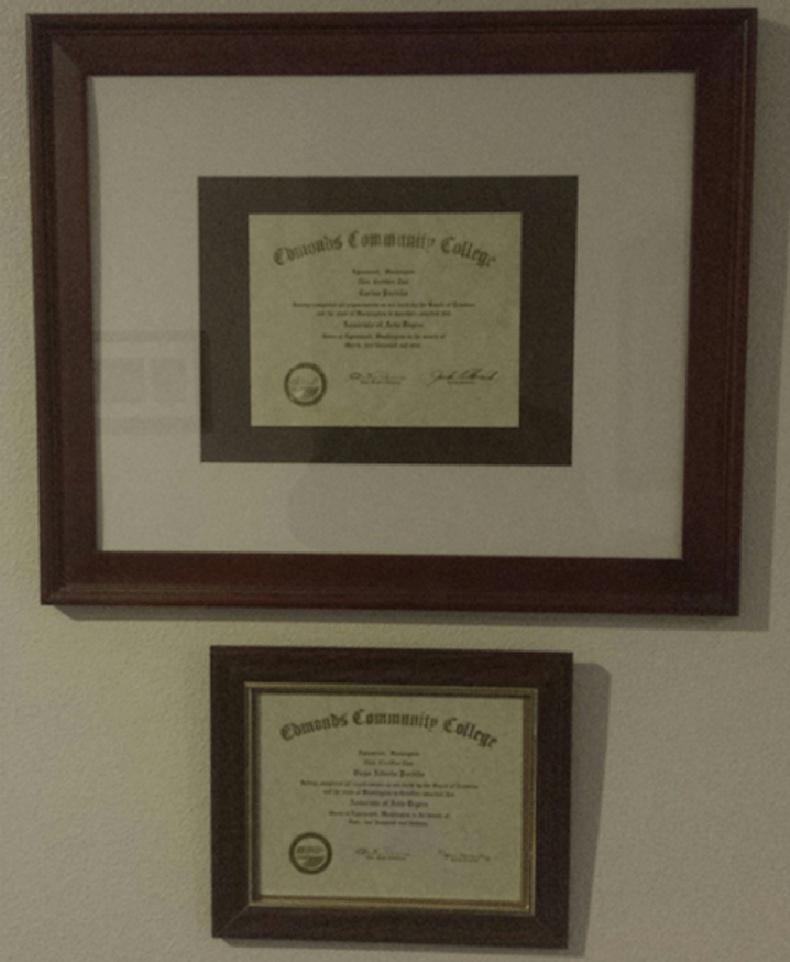 Ах бид 2 нэг коллейж төгссөн юм. Ахын дипломыг арай өөрөөр жаазалжээ