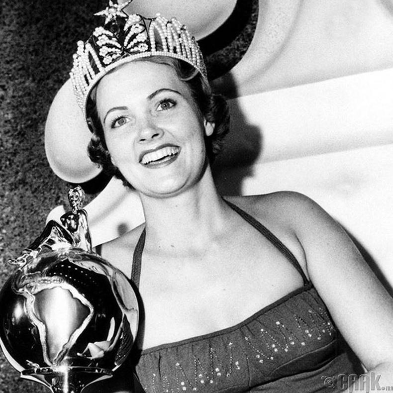 """""""Miss Universe-1954""""-ын ялагч: Амеркийн гоо бүсгүй Мириам Стивенсон, 21 настай, 176 см өндөр."""