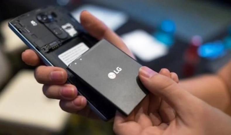 Ухаалаг утас үйлдвэрлэгчид яагаад салдаг батерейнаас татгалзсан бэ?