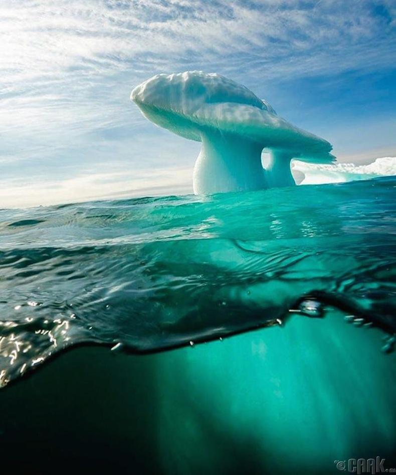 Mөөгөн хэлбэртэй мөсөн уул