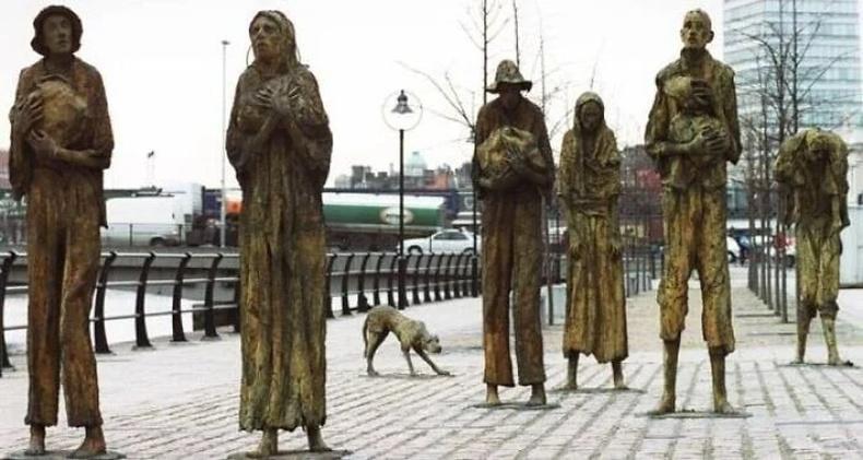 1845-1849 оны хооронд үргэлжилсэн Ирландын их өлсгөлөнгийн үеэр нас барсан хүмүүст зориулсан хөшөө