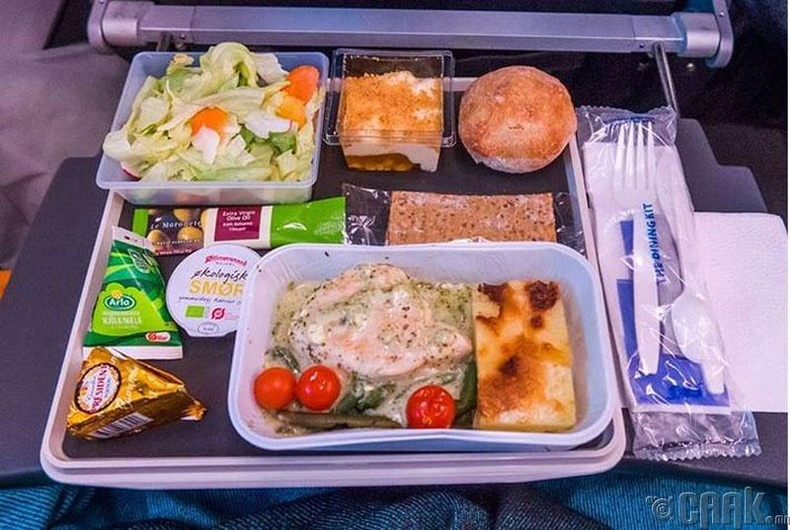 """Scandinavian Airlines""- Песто соустай тахианы мах, камембер бяслаг"