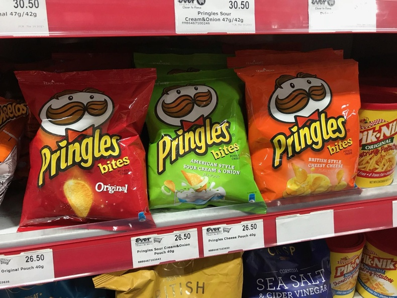 Филиппинд Pringles чипс бидний мэдэх гонзгой саванд биш уутанд зарагддаг
